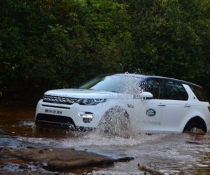 Land Rover Experience Aamby Valley 6 300x250 Land Rover Experience : Discovery Sport Destroys Aamby Valleys 19 Degree North Course