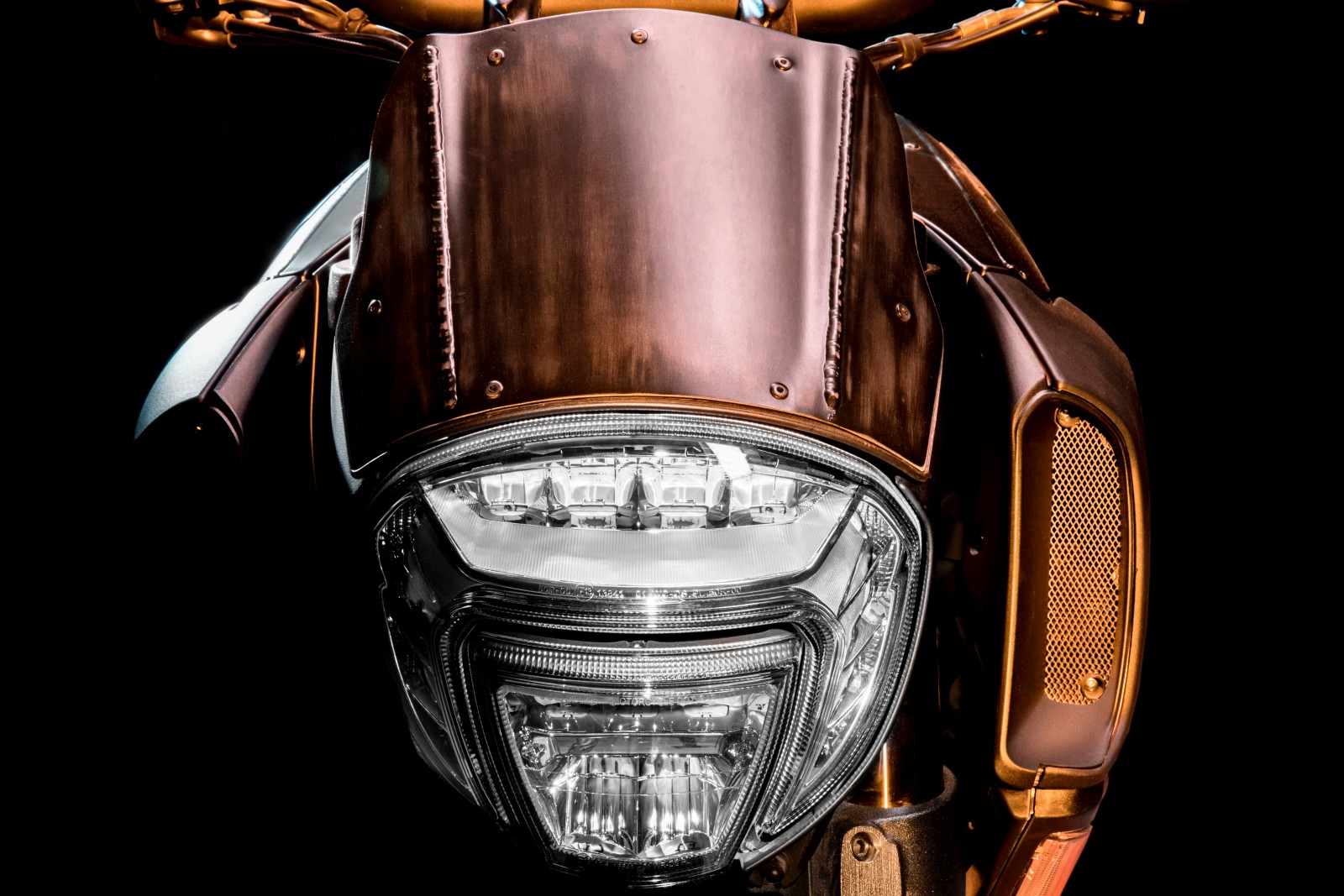 Limited-Edition-Ducati-Diavel-Diesel-3