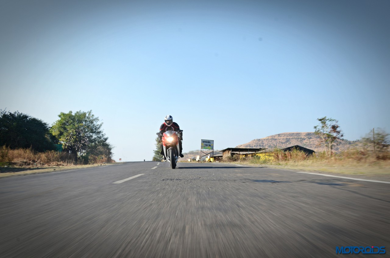 MV-Agusta-F3-800-India-Review-Action-1