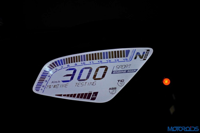 MV-Agusta-F3-800-Review-Details-Instrument-Cluster-3
