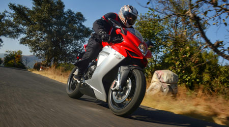 MV Agusta F3 800 Review : Pretty Little Nuke