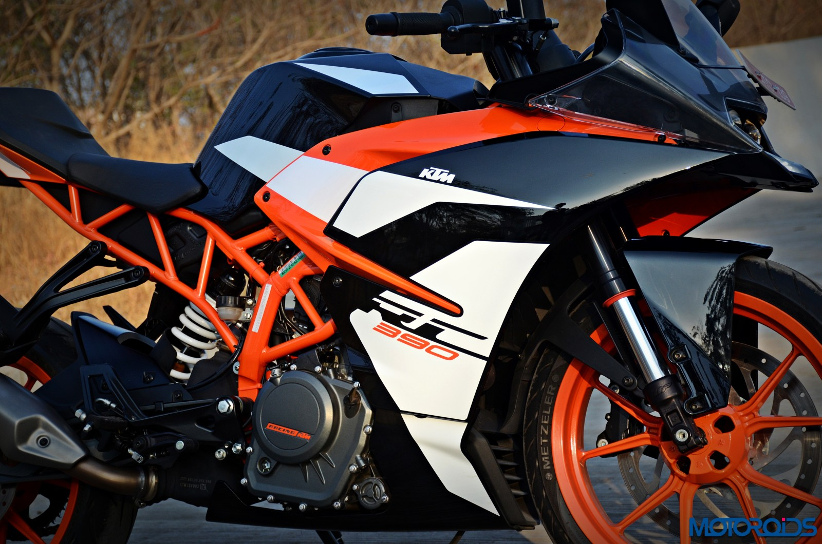 2017 ktm rc390 track review : whetted finer | motoroids
