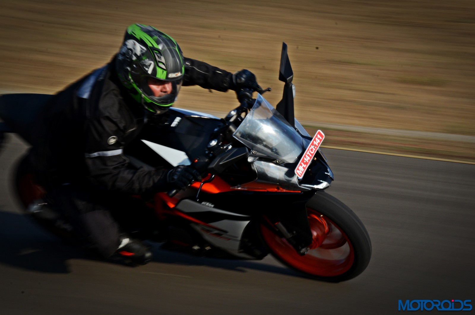 New-2017-KTM-RC390-action-1