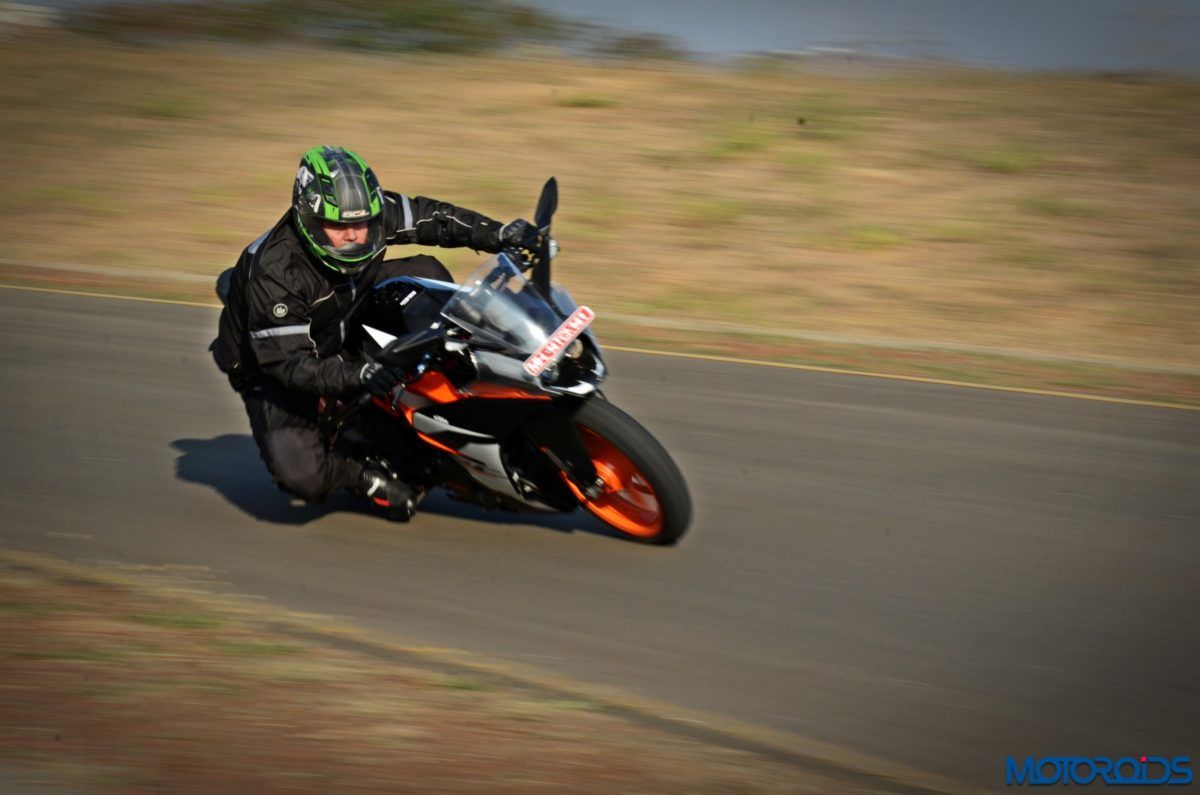 New 2017 KTM RC390 action (11)