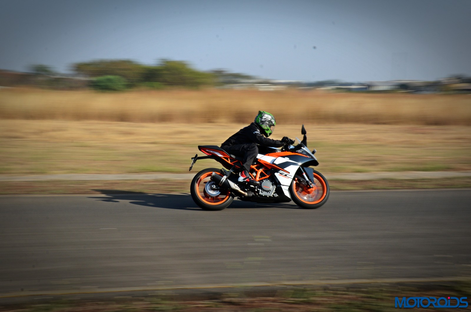 New-2017-KTM-RC390-action-5