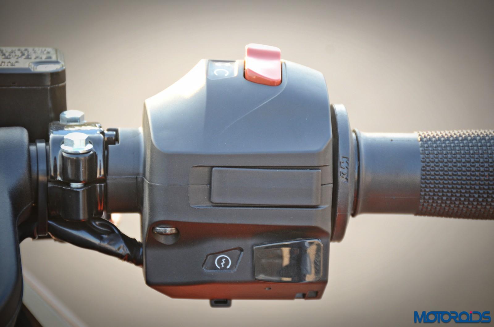 New-2017-KTM-RC390-switchgear-1