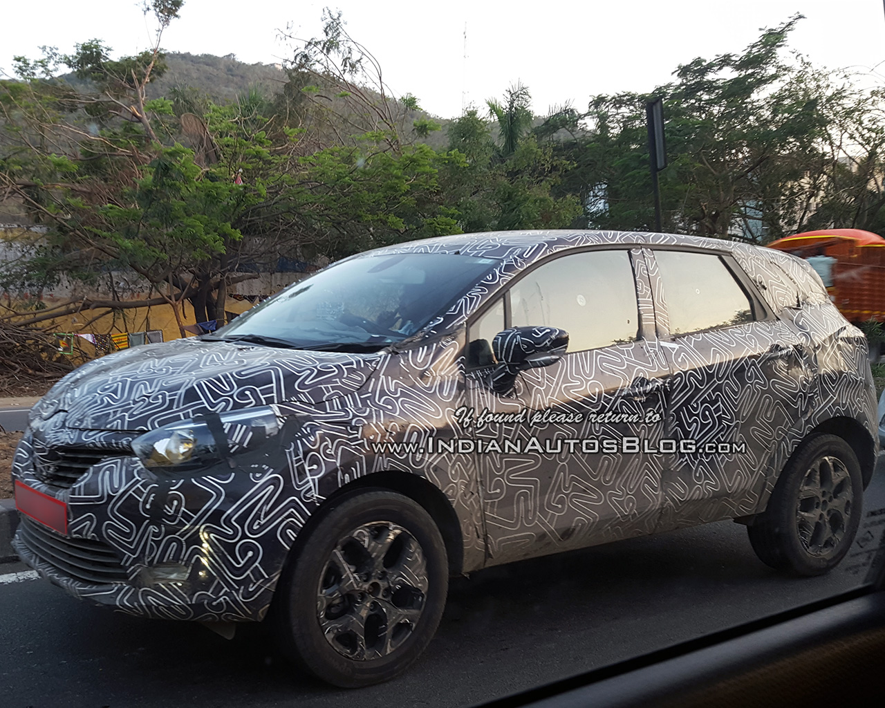 renault kaptur spied on test in india to rival the. Black Bedroom Furniture Sets. Home Design Ideas