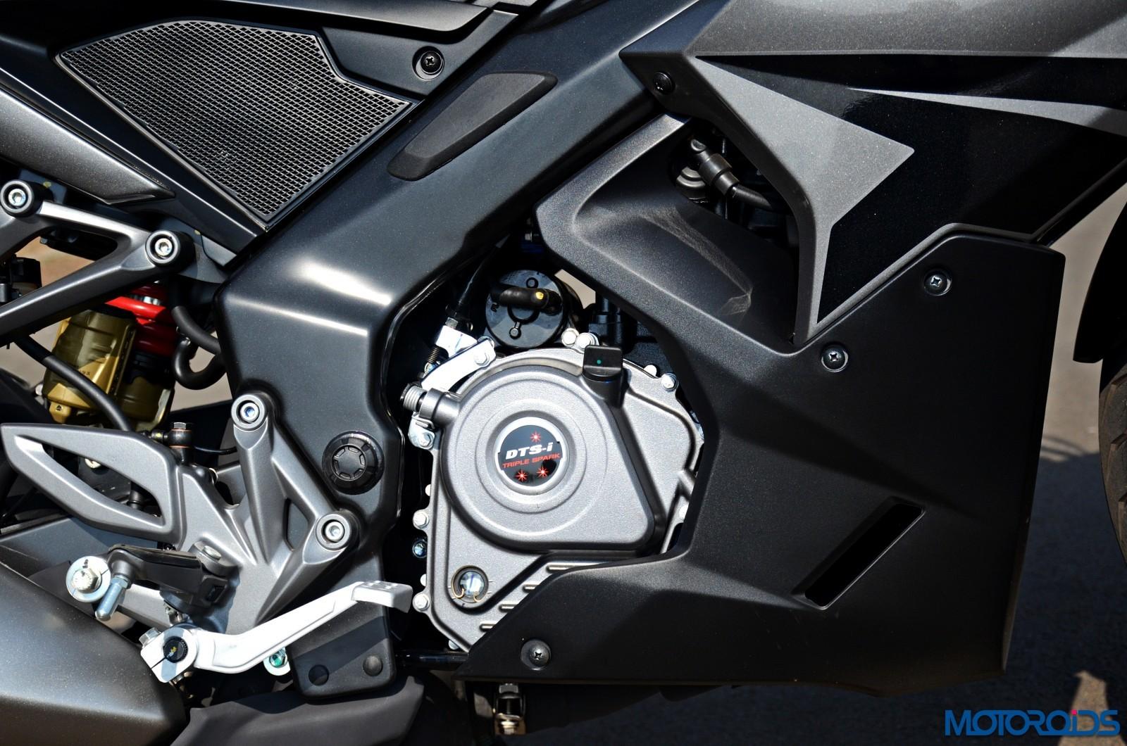 2017-Bajaj-RS200-13