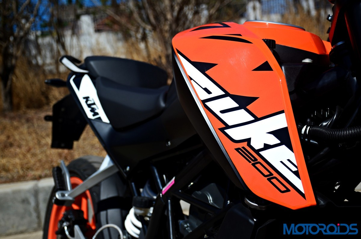 2017-KTM-200-Duke-First-Ride-Review-10