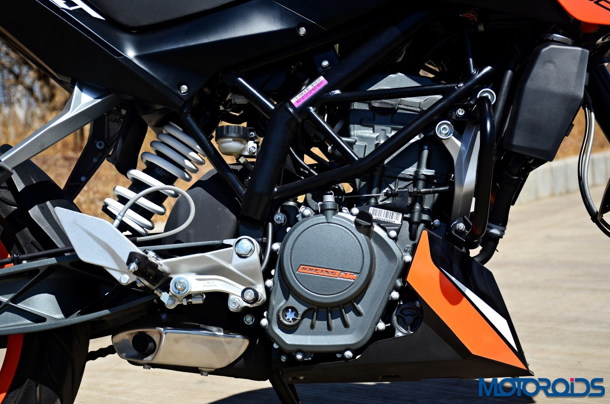 2017-KTM-200-Duke-First-Ride-Review-14