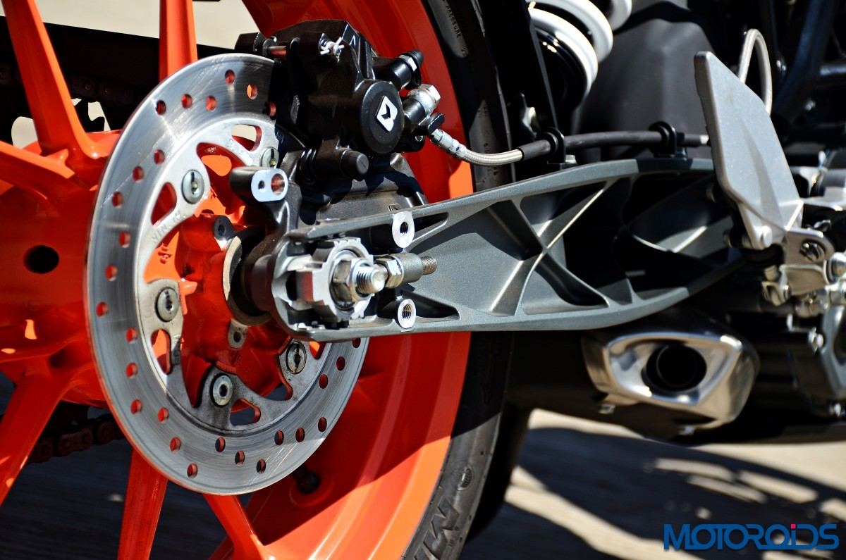 2017-KTM-200-Duke-First-Ride-Review-25