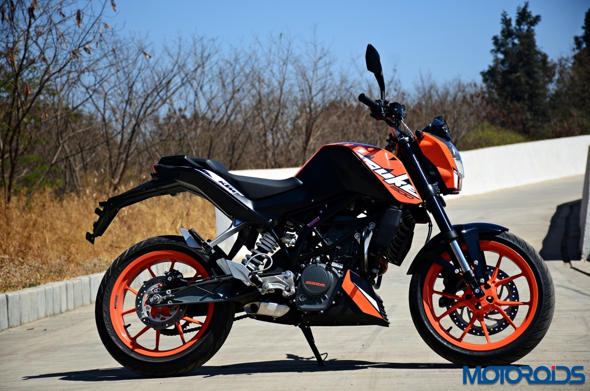 2017-KTM-200-Duke-First-Ride-Review-3