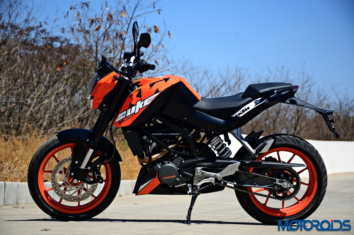 2017 ktm 200 duke first ride review motoroids. Black Bedroom Furniture Sets. Home Design Ideas