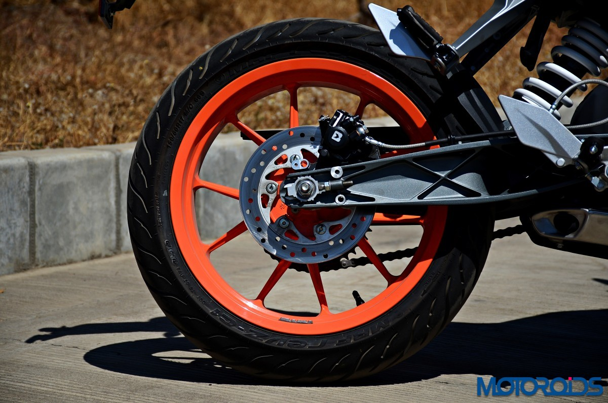 2017-KTM-200-Duke-First-Ride-Review-4