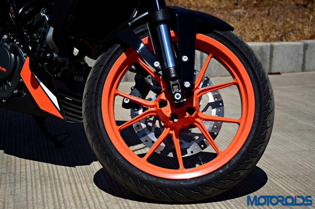 2017-KTM-200-Duke-First-Ride-Review-5