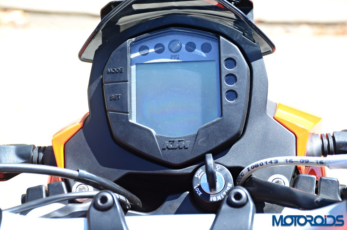 2017-KTM-200-Duke-First-Ride-Review-55