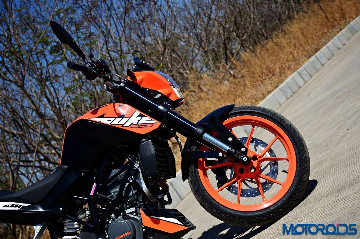 2017-KTM-200-Duke-First-Ride-Review-7