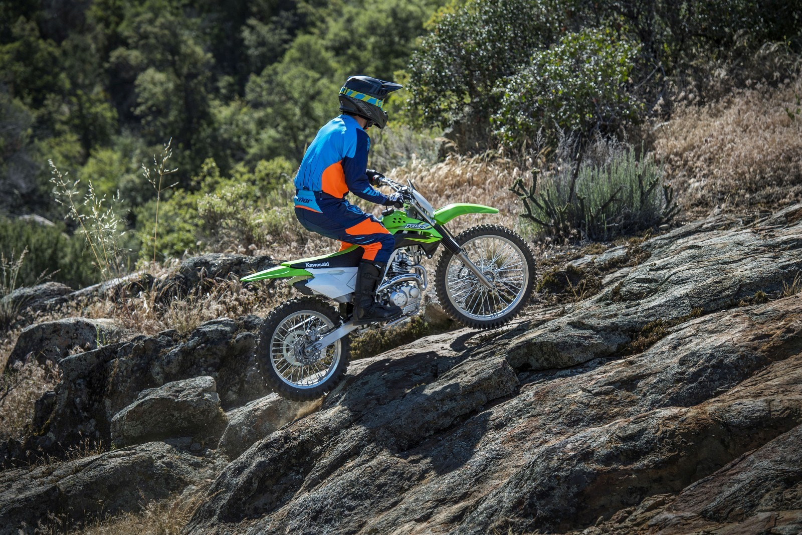 Kawasaki-KLX140-Official-Photographs-3