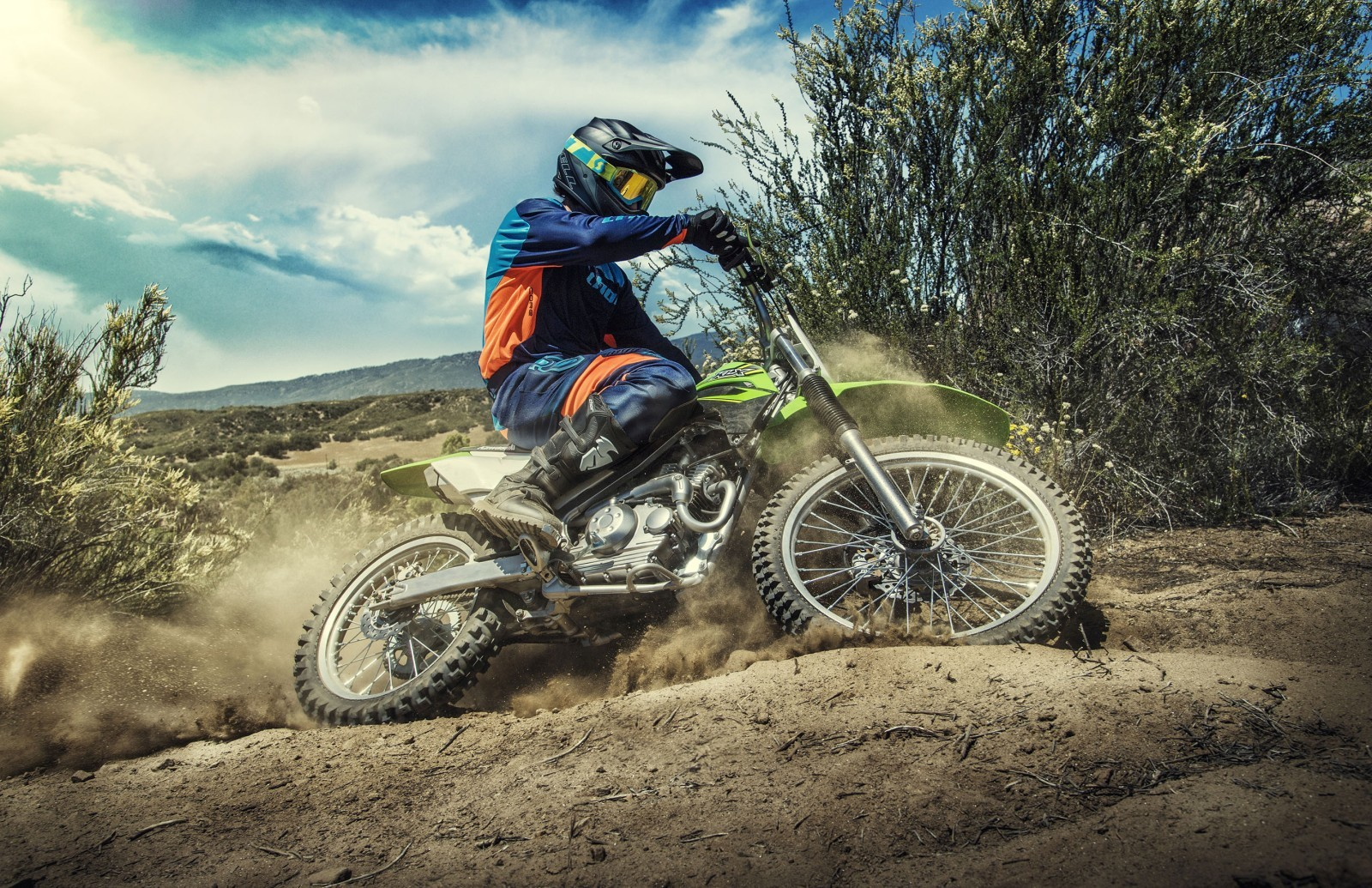 Kawasaki-KLX140-Official-Photographs-4