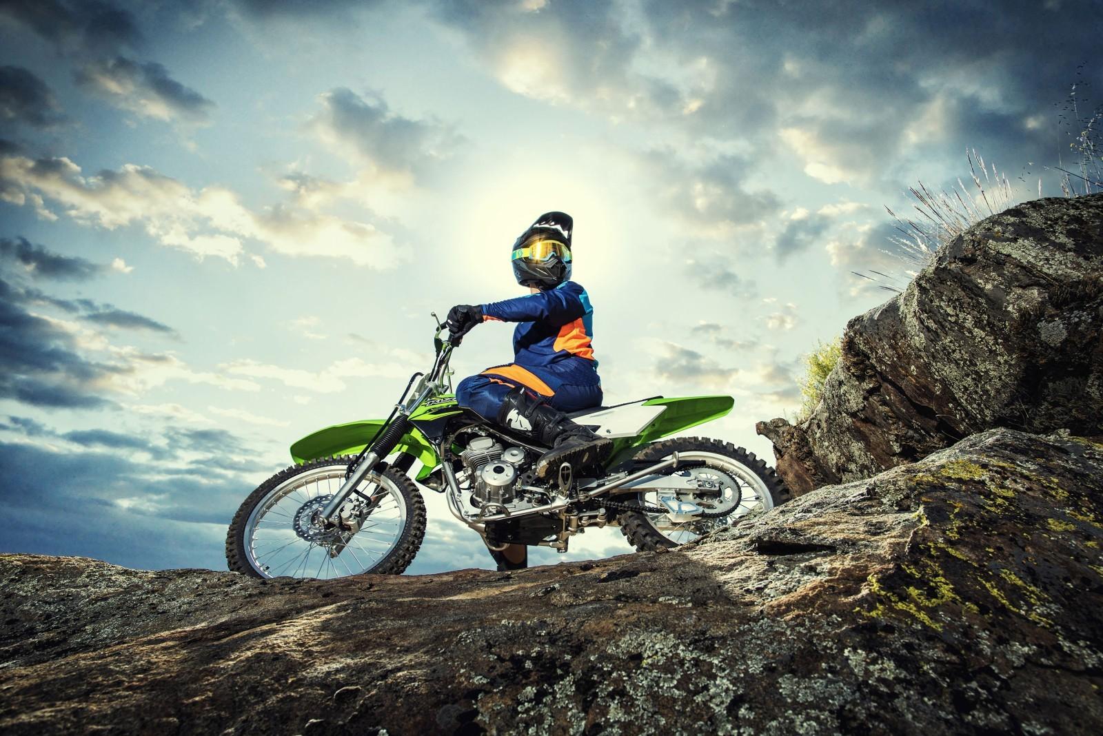 Kawasaki-KLX140-Official-Photographs-8