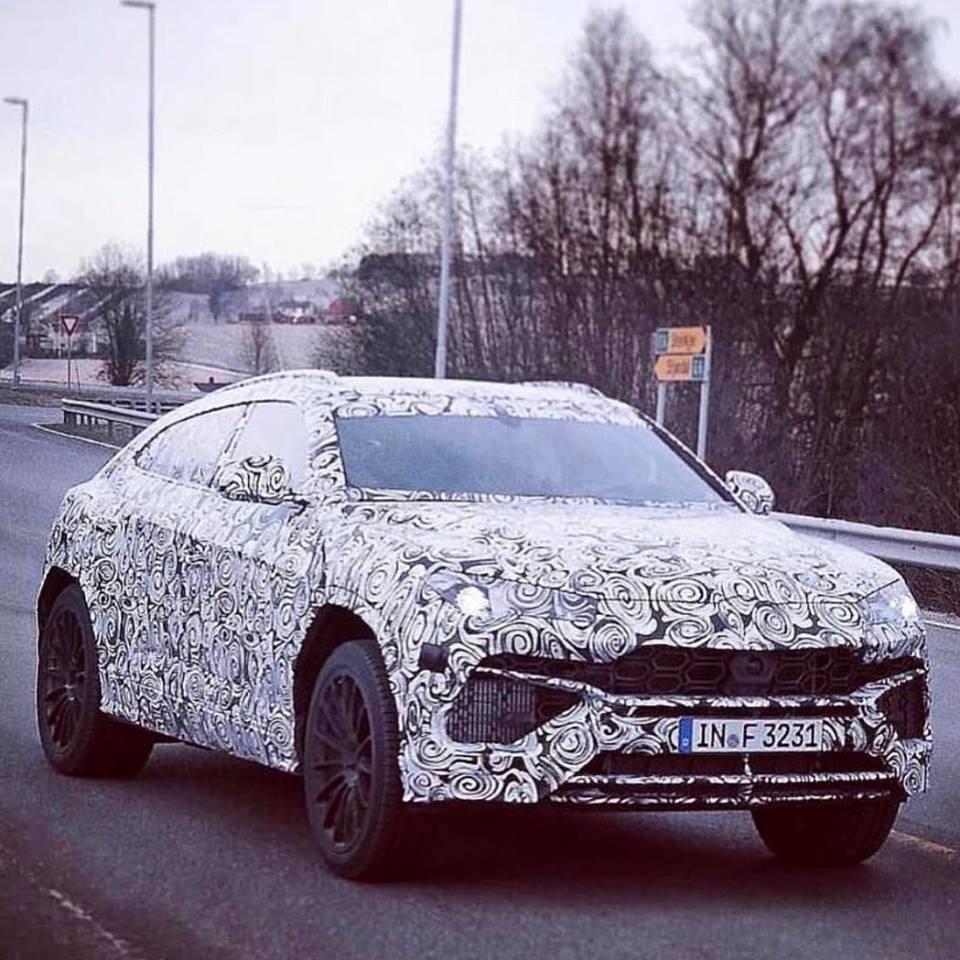 Lamborghini-Urus-spied-testing
