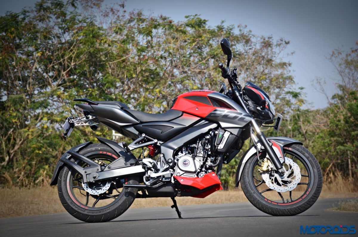 how does the yamaha mt 15 fare against its rivals motoroids. Black Bedroom Furniture Sets. Home Design Ideas