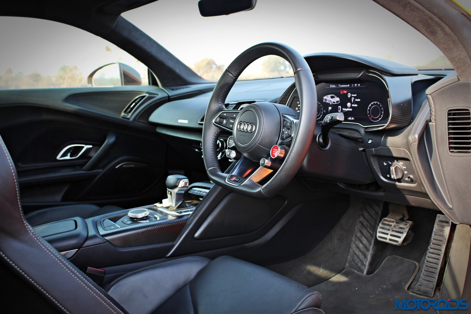 New-Audi-R8-V10-Plus-dashboard-1
