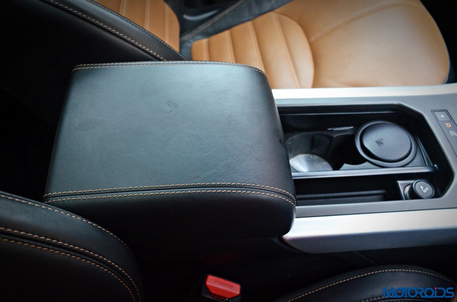 Range-Rover-Evoque-front-armrest-2