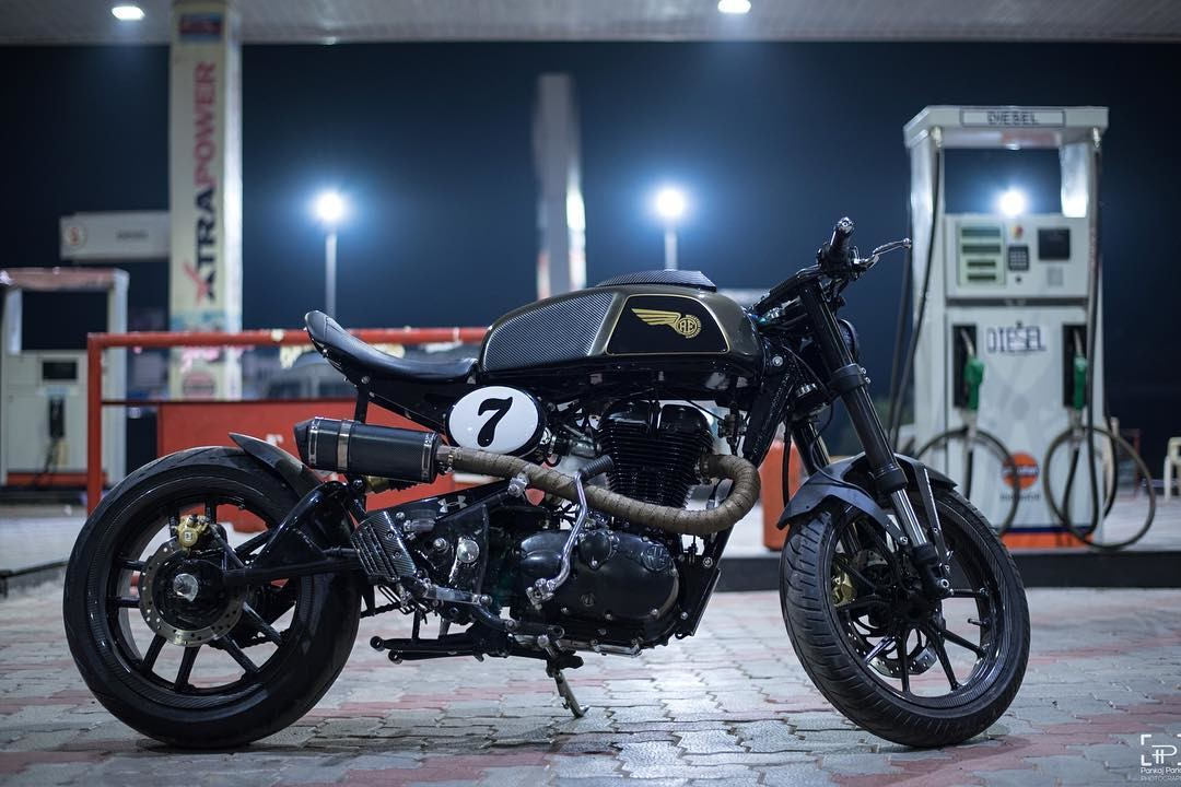 this steroid 540 cafe racer is a royal enfield classic 500 underneath motoroids. Black Bedroom Furniture Sets. Home Design Ideas