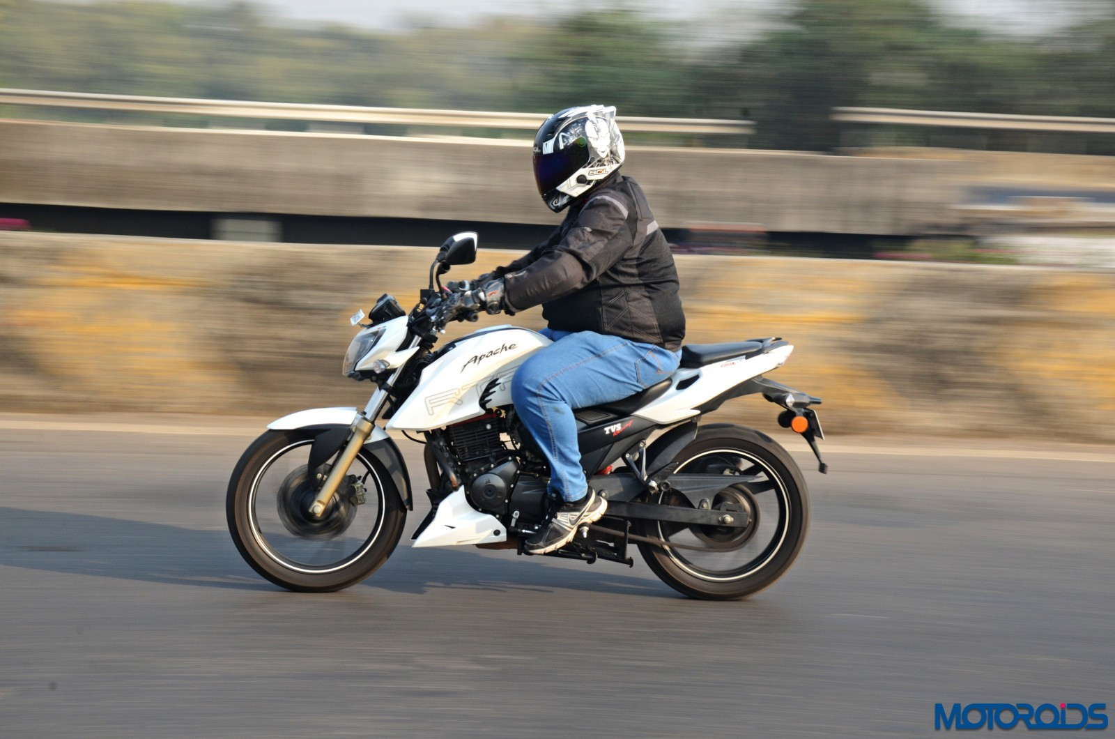 TVS-Apache-RTR200-4V-Long-Term-Report-Action-2