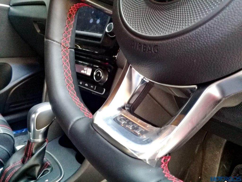 Volkswagen-GTI-steering-wheel-2-1024x768