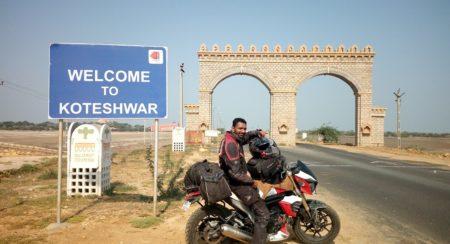 Yogesh Chavan - Record East to West Ride on Mahindra MOJO (2)