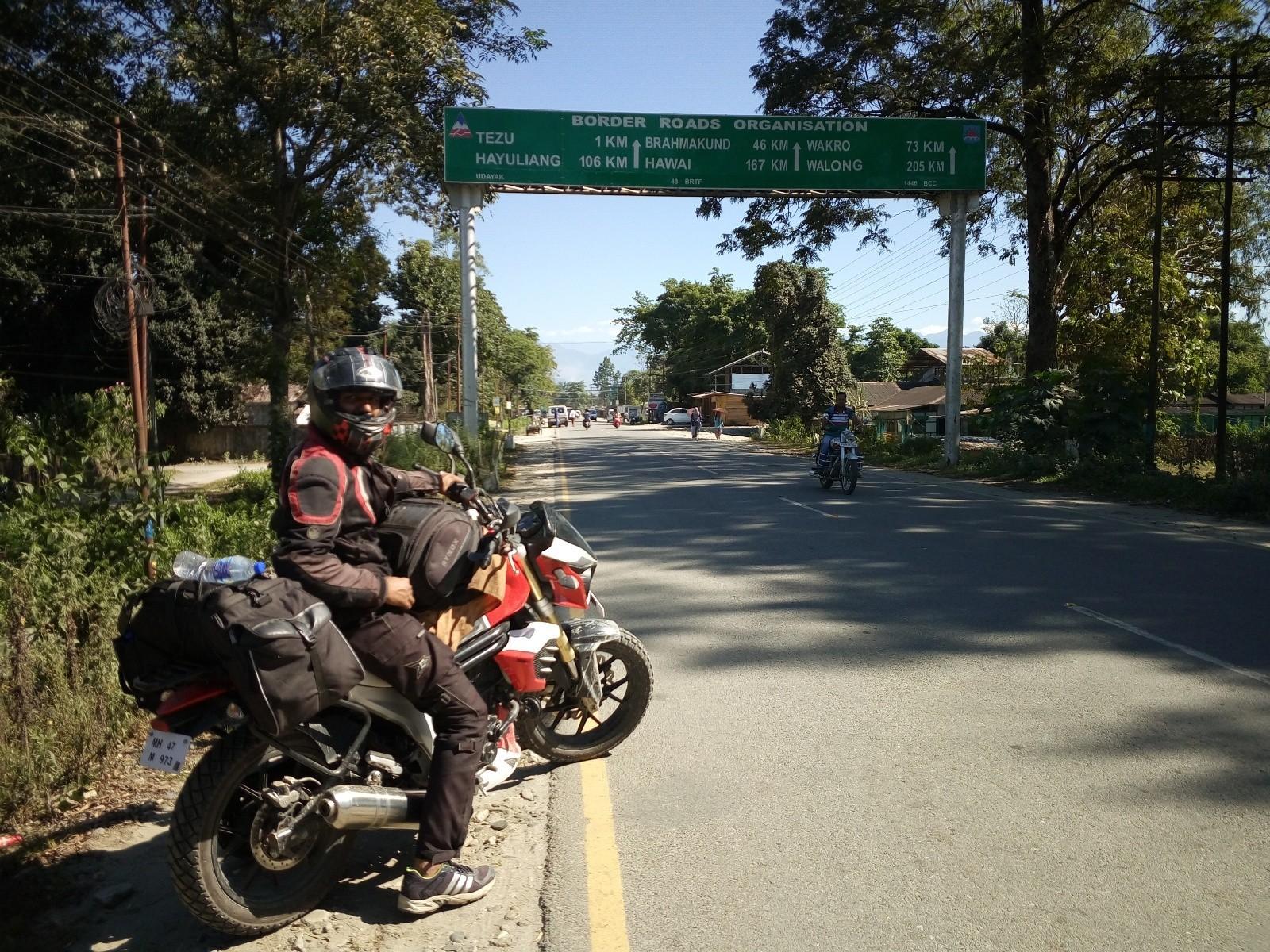 Yogesh-Chavan-Record-East-to-West-Ride-on-Mahindra-MOJO-3