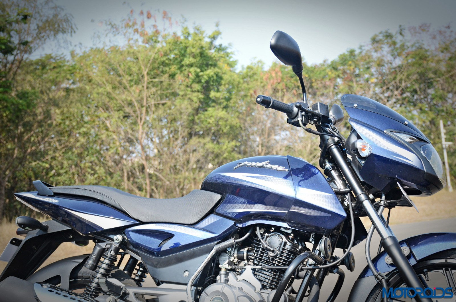 Bajaj Pulsar 150 Price In India, Variants, Specifications - Motoroids
