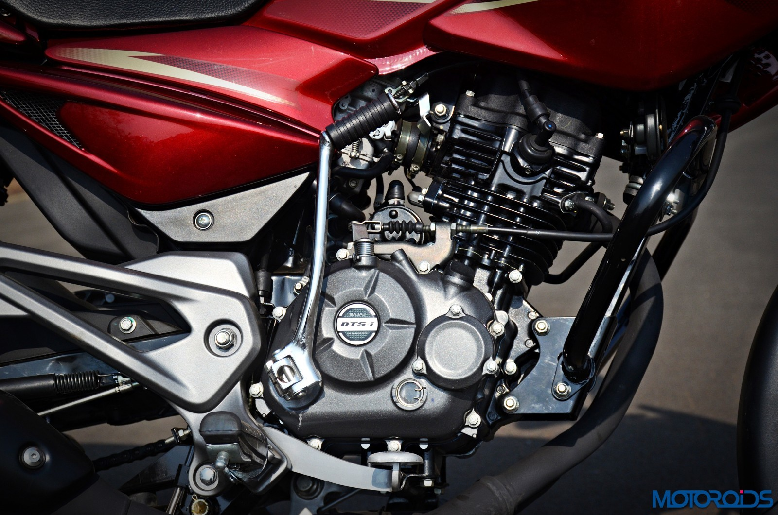 new-2017-Pulsar-135LS-engine