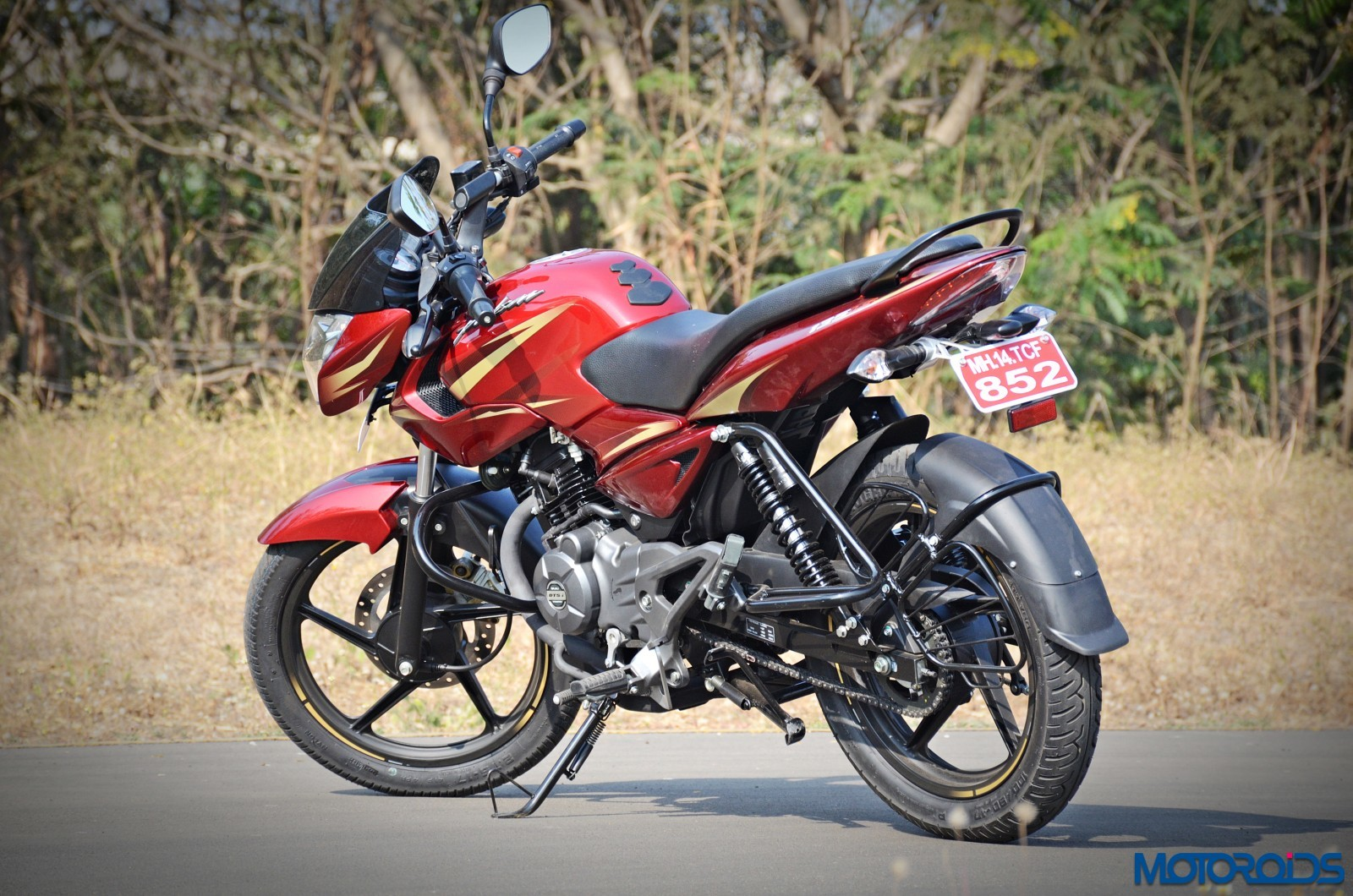 new-2017-Pulsar-135LS-rear-2