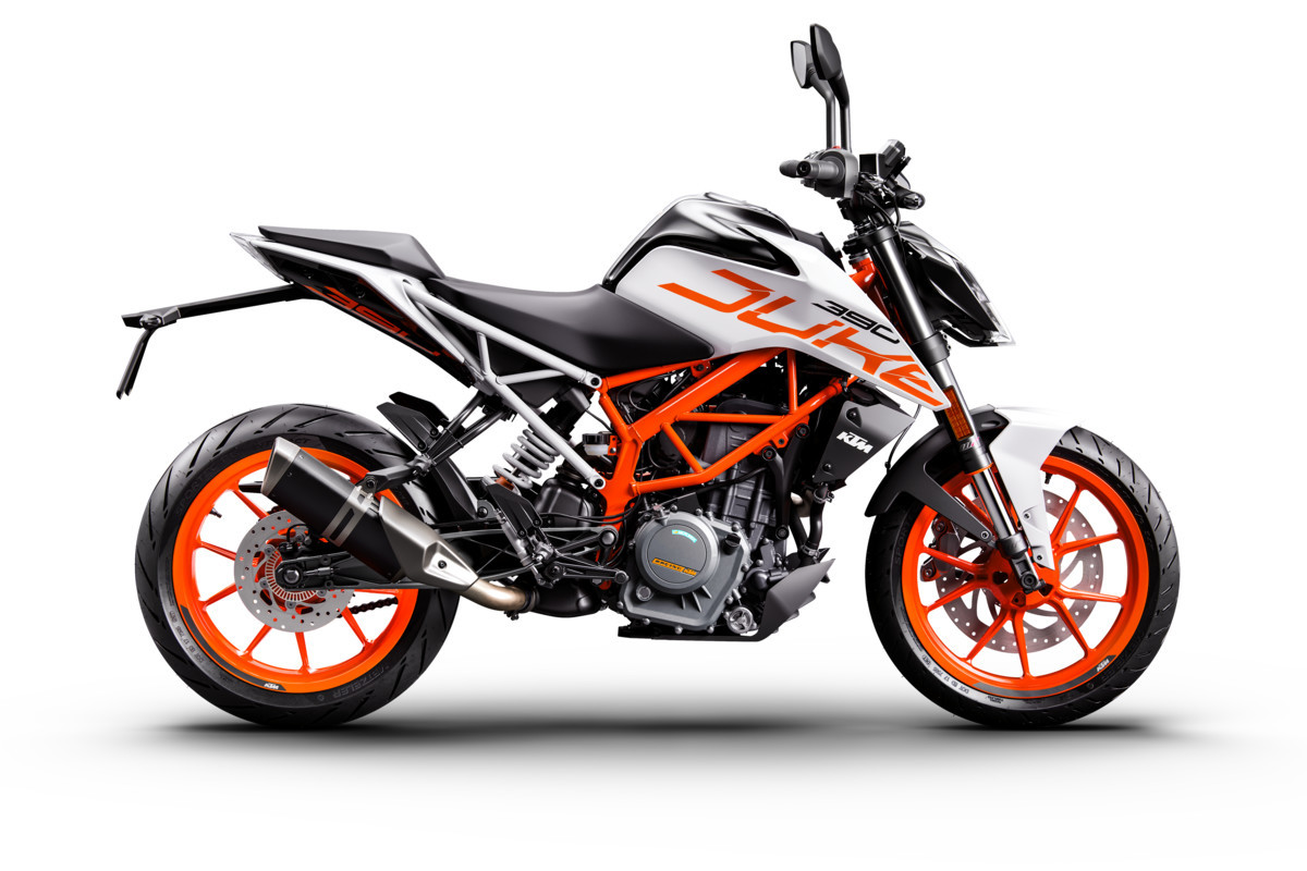 2017 ktm 390 duke painted in white available for a limited period motoroids. Black Bedroom Furniture Sets. Home Design Ideas