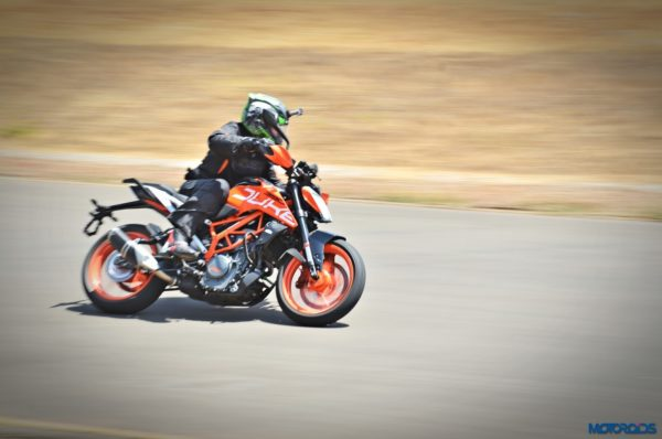 2017-KTM-390-Duke-action-shots-11-600x398
