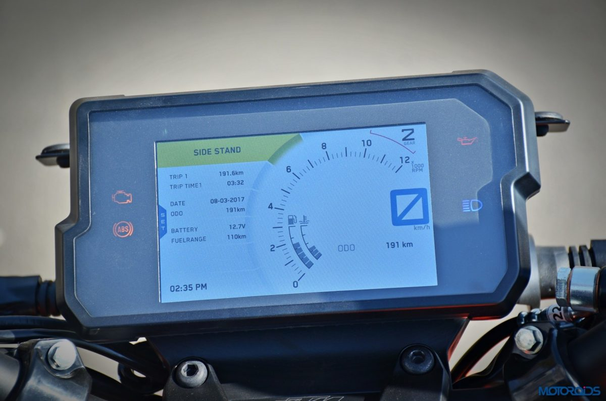 2017 KTM 390 Duke instrument console (41)