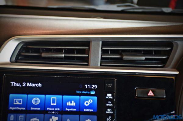 Honda-WR-V-AC-vents-600x398