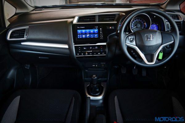 Honda-WR-V-Dashboard-600x398