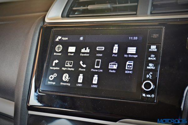 Honda-WR-V-Infotainment-system-music-audio-1-600x398