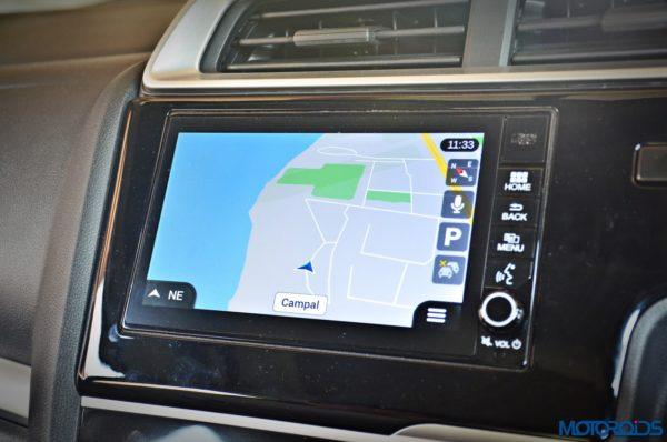 Honda-WR-V-Infotainment-system-music-audio-2-600x398