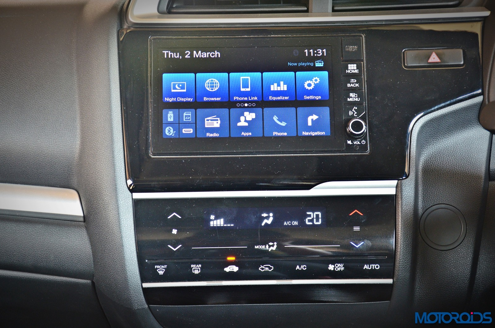 Honda-WR-V-Infotainment-system-music-audio-5