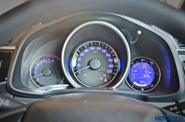 Honda-WR-V-Instrument-console-1-600x398