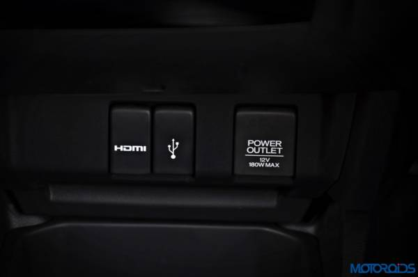 Honda-WR-V-port-HDMI-USB-POWER-600x398
