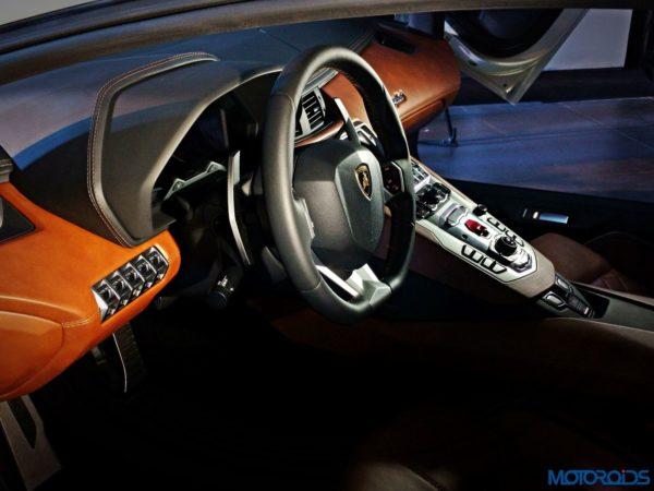 Lamborghini-Aventador-S-launch-14-600x450