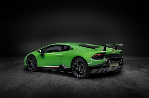 Lamborghini-Huracan-Performante-2-600x394