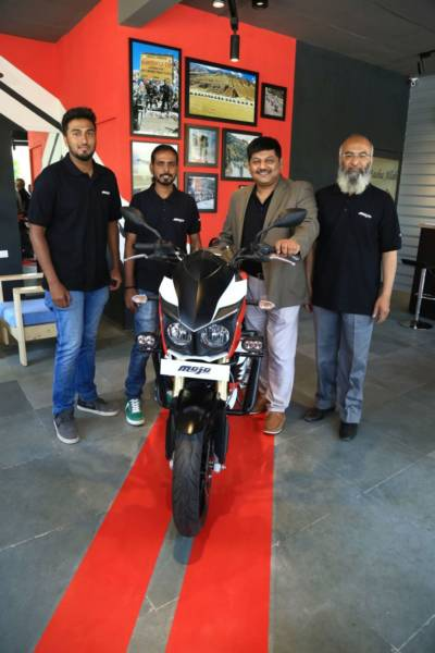 MOJO-Exclusive-Dealership-Pic-02-Naveen-Malhotra-400x600