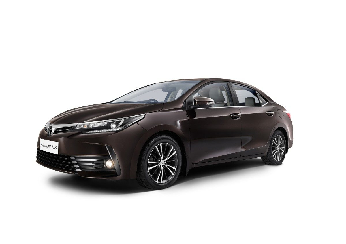 New Toyota Corolla Altis Launched In India (1)